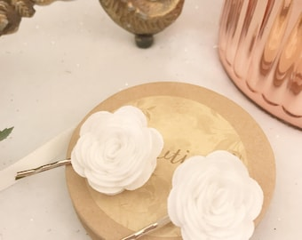 Set of two white felted rose floral hair clip bows pins hair accessories wedding bridal bridesmaids flower girls vintage boho: