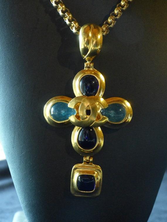 Coco Chanel Gripoix cross pendant - Large vintage