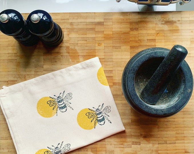 Bumble Bee Circle Tea Towel