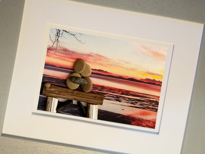 Pebble Art Couple Embracing on a Driftwood Bench With a image 0