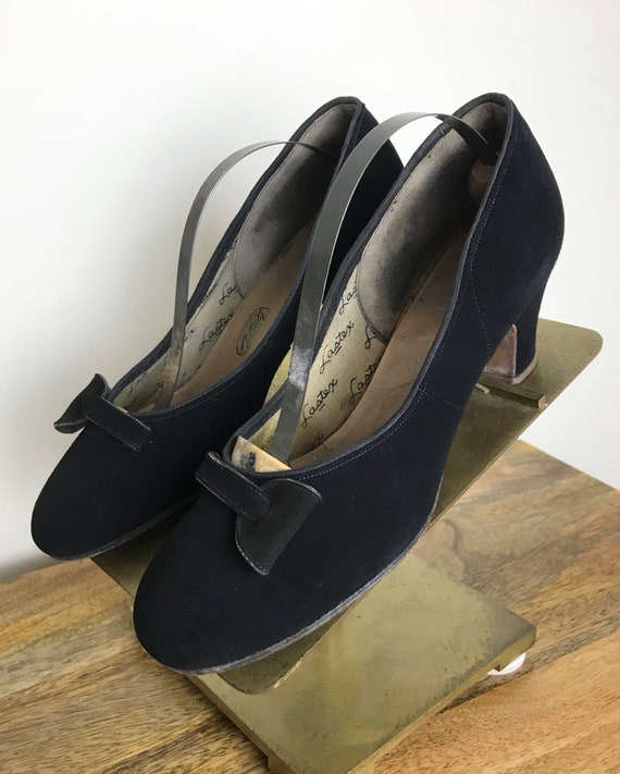 Vintage 40s Womens Black Suede Low Heels