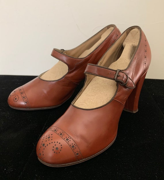 Vintage 30s Caramel Spectator Mary Jane Heels
