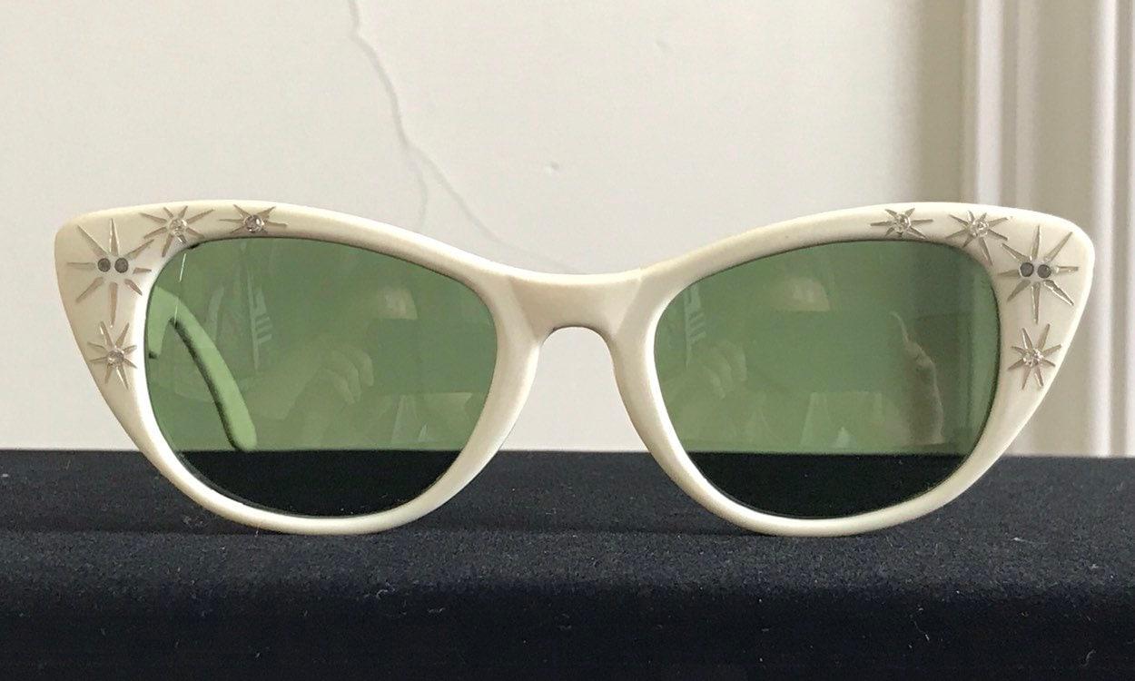 ac14fc7c1ef00 Vintage 50s Foster Grant Cat Eye Sunglasses With Rhinestones