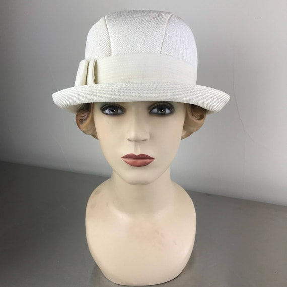 Just Like New Vintage Condition 60s Ivory Straw Brim Hat Grosgrain Ribbon Band Pink /& Ivory Silk Flower Accent Beautiful