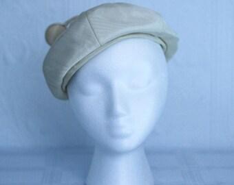 ecc9bf045b6d5 50 s or 60 s Surrealist Irene of New York beige silk beret