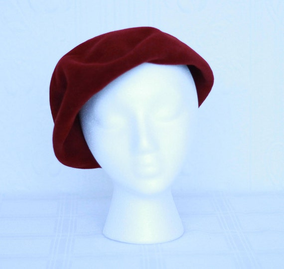 Ruby red 50's beret hat made in Italy for Blooming