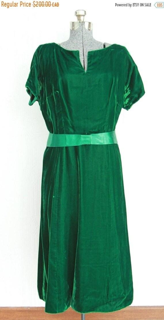 Fall sale - 30's green velvet dress size 10