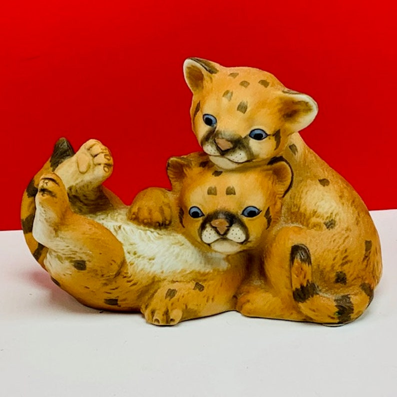 CURIOUS COUGARS HOMCO 1993 masterpiece porcelain figurine sculpture statue cats home interior gift vintage vtg cheetah leopard spotted cubs