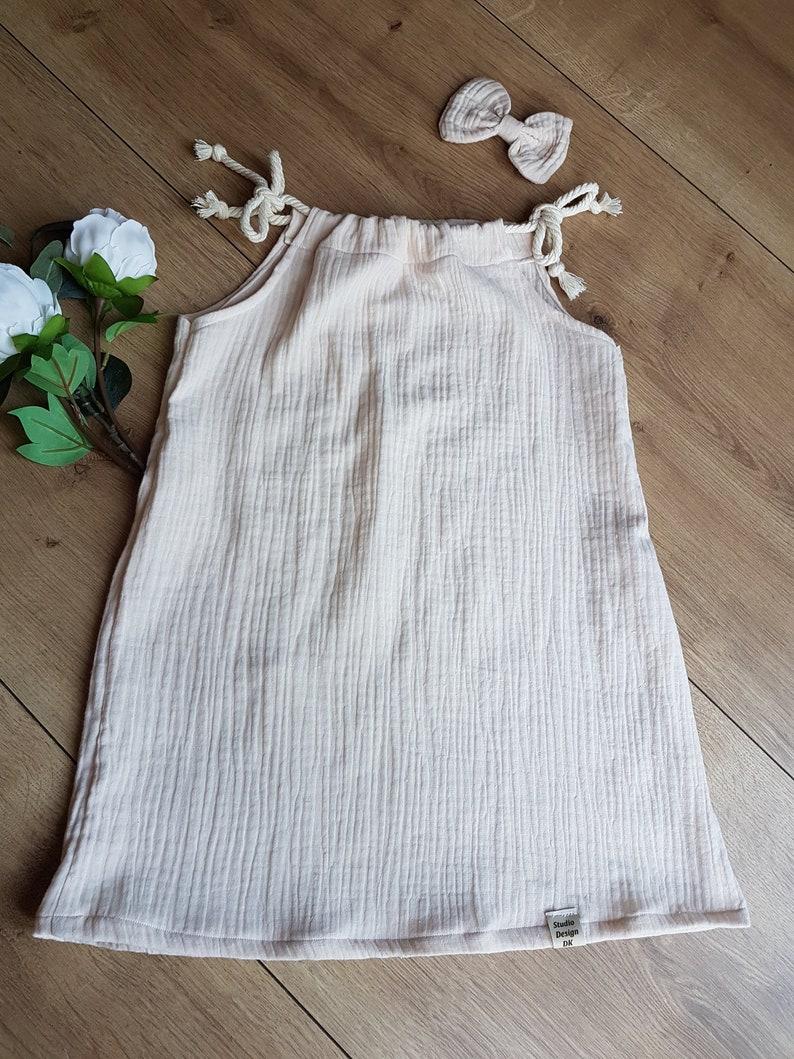 Dress with straps to tie beigeflower girl