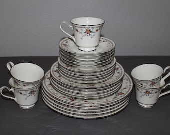 Beautiful Noritake ADAGIO china set - 25-piece Set, Service for 5