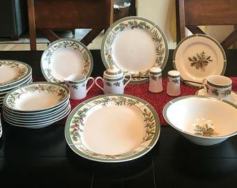 "16 3//8/"" Oval Serving Platter Medium W331 Xmas and beyond Lenox China PINE Cone"