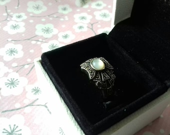Vintage silver and mother of Pearl ring. Vintage silver and mother of pearl ring