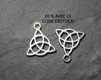 Celtic knot antique silver metal BRA67 10 charms