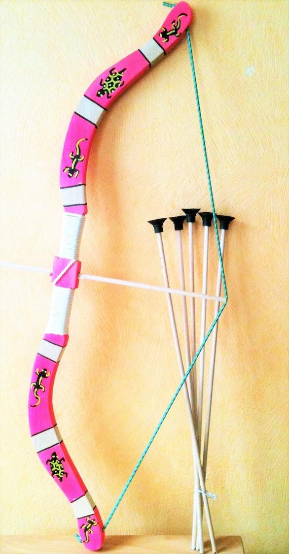 bow ,arc en bois taille 75 cm pour enfant a partir de 6 ans (jeux jouets) + 5 fleches et 1 cible en papier