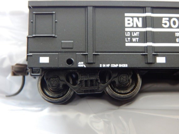 Tire Load Bachmann Industries HO Scale Nickel Plate Road 50 6 Drop-End Gondola with Load