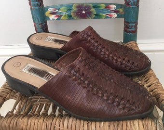 Vintage leather woven mules / slides, size 7