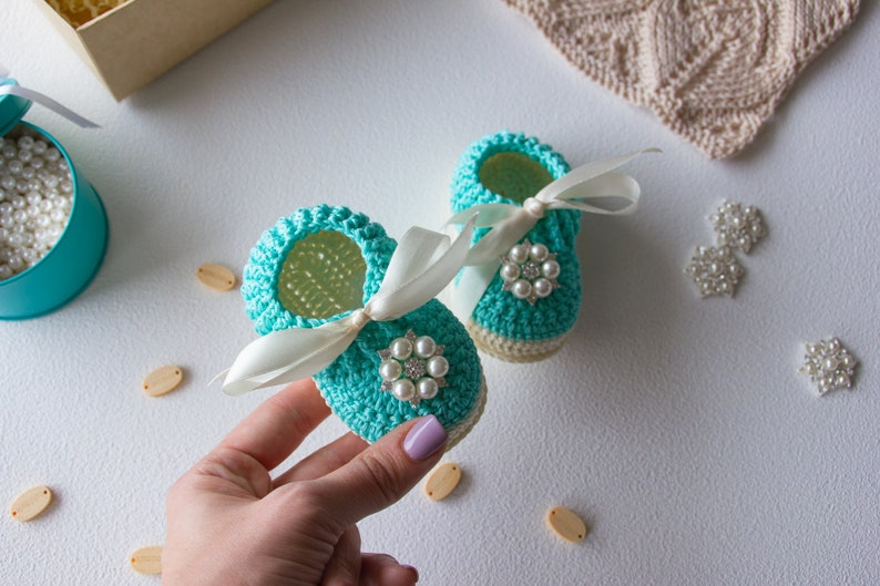 2ad507c58 Crochet baby shoes, Crochet slippers, Crochet baby booties, 3-6 month baby  girl clothes, Toddler slippers