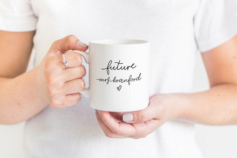 Toekomstige mevrouw Mug Engagement Gift Bride to Be Mug image 0