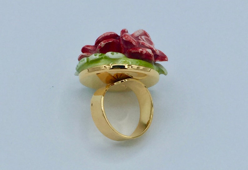 ceramic ring with red roses