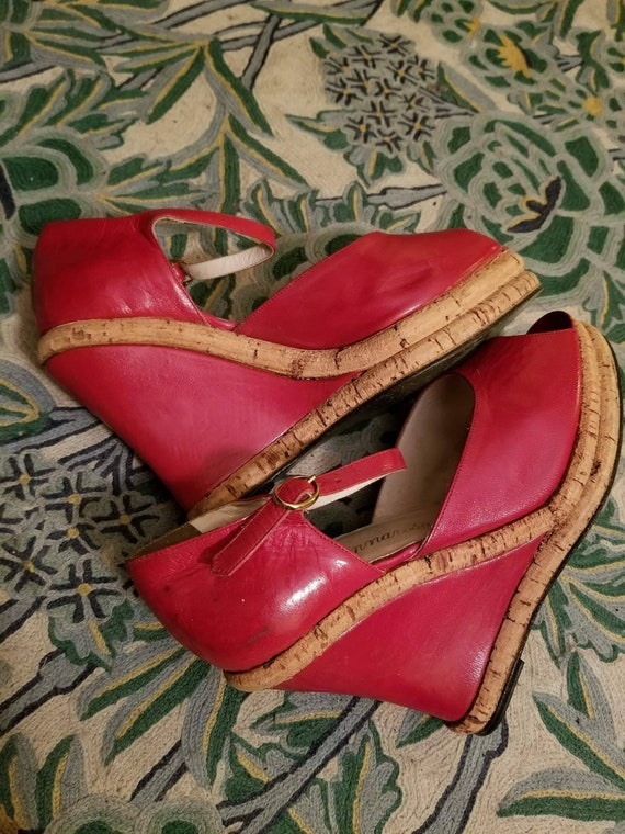 Vintage 70s deadstock red leather platforms size 7