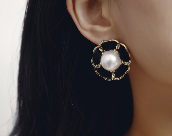 Baroque Style Oversize Daisy Pearl Floral Statement Hoop Earrings