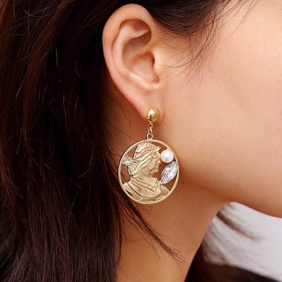 Women's Chunky Dangle Earrings -  Embossed Portrait Hollow Earrings - Retro Temperament Big Circle Earrings