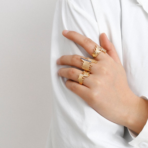 Chic Crystal Inlaid Abstract Pattern Ring Set