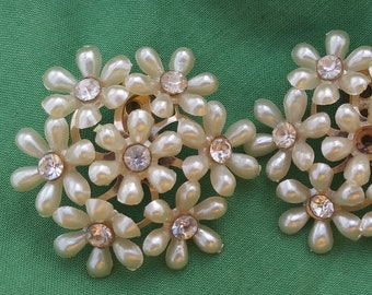 Cluster of White Daisies earrings
