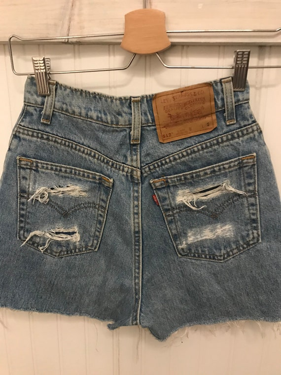 Vintage Levi's ~ High Waist Distress Cut-off Deni… - image 5