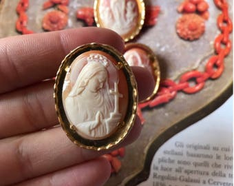 Antique vibrant pink coral cameo on 18ct yellow gold!