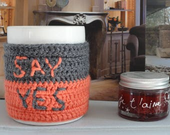 "Housse Mug/Tasse crocheté ""Say YES"" - Laine Rose Saumon/Gris"