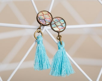 Leather earrings with iridescent leather in snake design and blue tassel, sustainably handmade as a small gift for the girlfriend