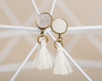 Leather earrings with tassel in ivory made of sustainable leather handmade, e.B. as bridesmaid jewelry or small gift for girlfriend