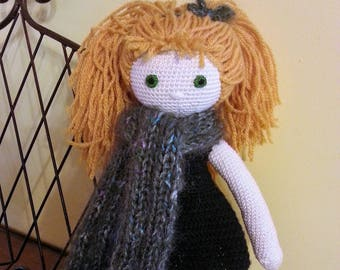 "Crochet cotton thread and wool Doll ""Julie no frills"""