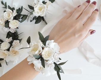 White flower corsage etsy white flower wrist corsage bridesmaids corsage flower braceletwrist corsagewedding corsageflower weddingwhite weddingsammer wedding mightylinksfo