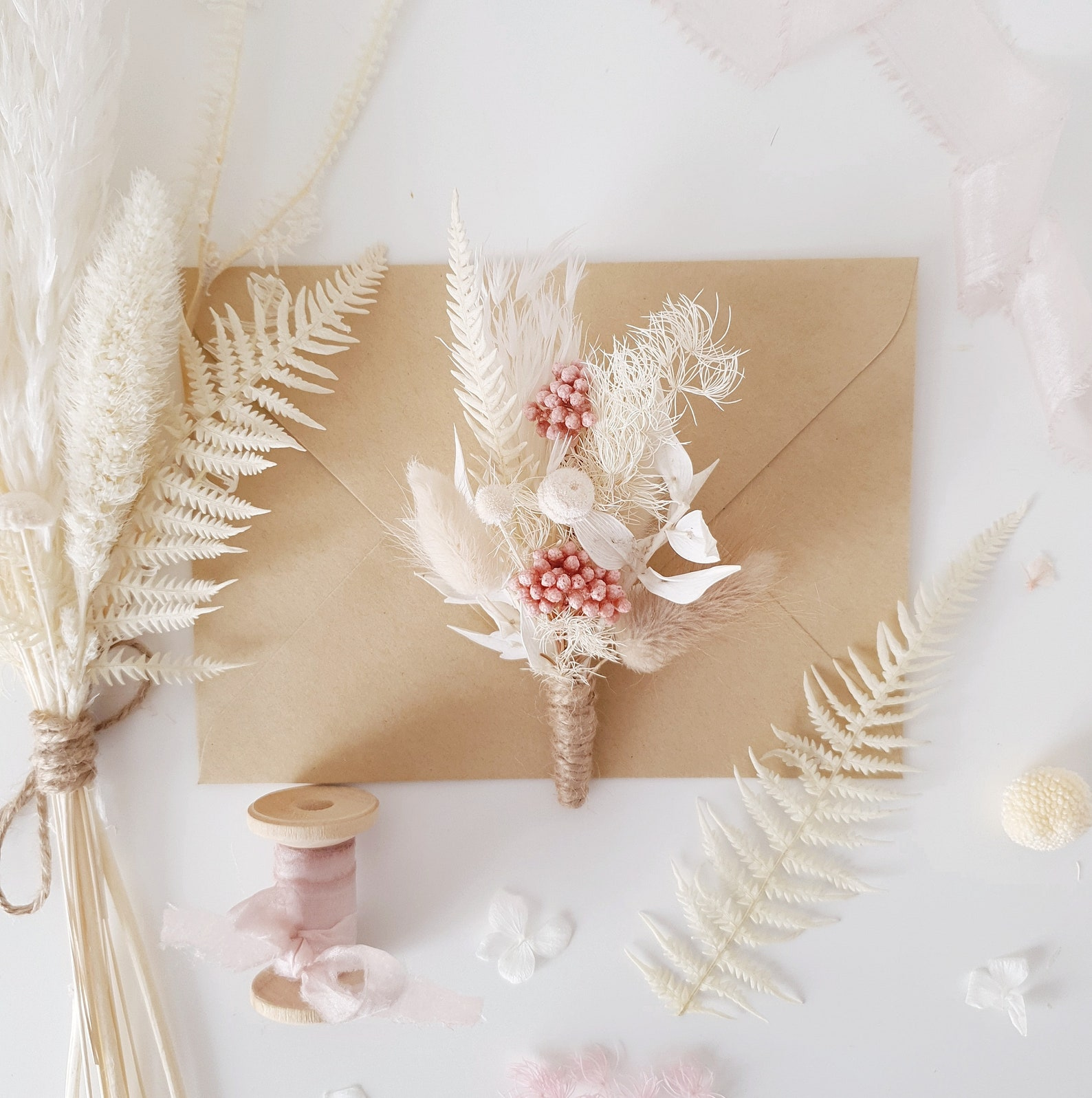 Anstecken aus Trockenblumen