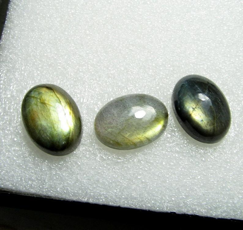 LABRADORITE CABOCHON GEMSTONE,best qulity oval cabochon multi fleshy fire weight  36.65 carat 13x18mm oval shape jewelry making gemstone