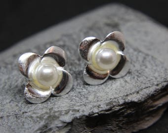 Flower with freshwater pearl earrings sterling Silver Earrings