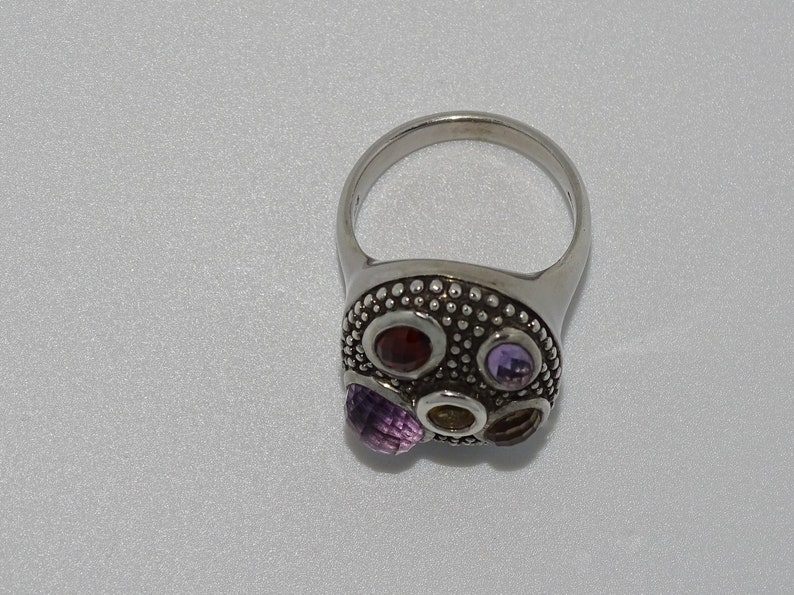 Beautiful Sterling 925 silver hallmarked chunky ring with dimpled domed design and five multi coloured gemstones UK size N