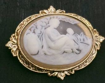 Vintage classical chariot scene rolled gold shell cameo brooch