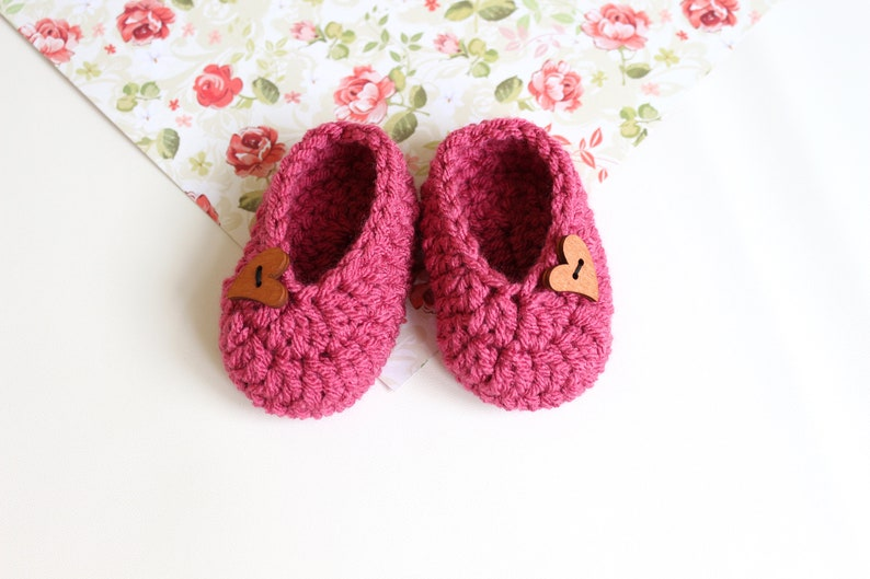 2fb3de4ea01ce Pink baby slippers Baby shower gift Toddler slippers Baby booties New baby  gift Crochet shoes Baby first shoes Gender neutral