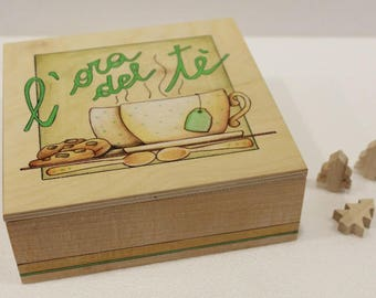 Hand-decorated square wooden tea box