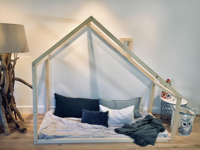 lit king queen taille bambin jeu maison cadre de lit lit. Black Bedroom Furniture Sets. Home Design Ideas