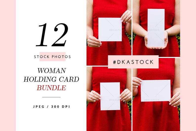 4de793dbadc513 12 donna Holding Card Mockup Bundle Mockup di nozze invito | Etsy