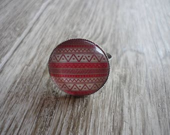 Geometric patterns, shades of pink and white cabochon ring