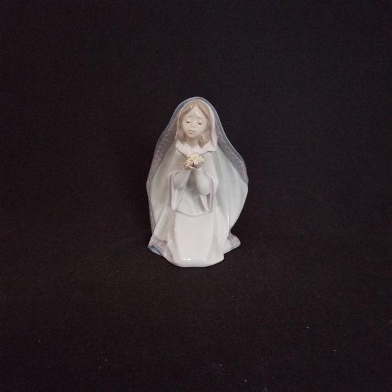 Lladro Reverent Moment #5792 Figurine Mint in Original Box