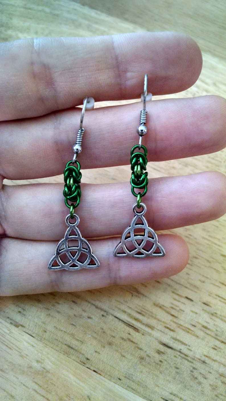 Celtic Trinity Knot Byzantine Chainmaille Earrings - Green