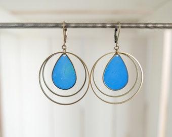 Boucles d'oreille résine transparente bleue
