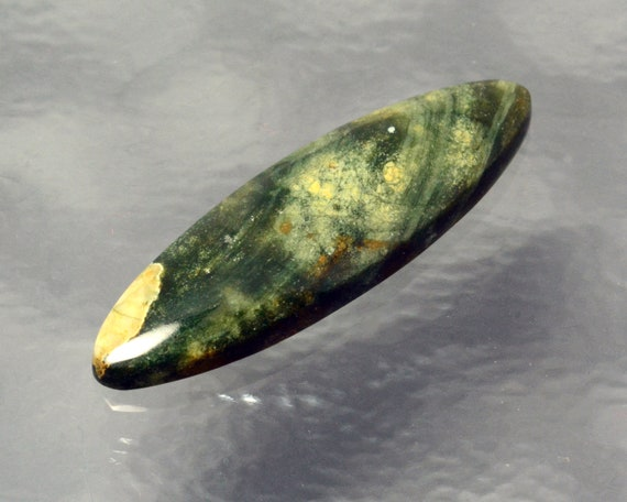 Magnifique forêt verte jaspe main coupe ovale Cabochon longue et mince Designer coupe main diverses nuances de vert d'eau 34,5 x 10,4 x 4.5. N ° 1892RFJ 3a98cc