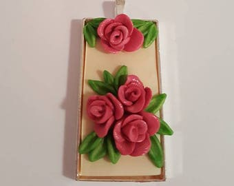 Pendant with Roses on cream background silver